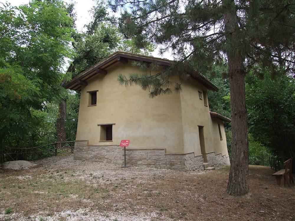 Casa di terra treia mc for Case di terra