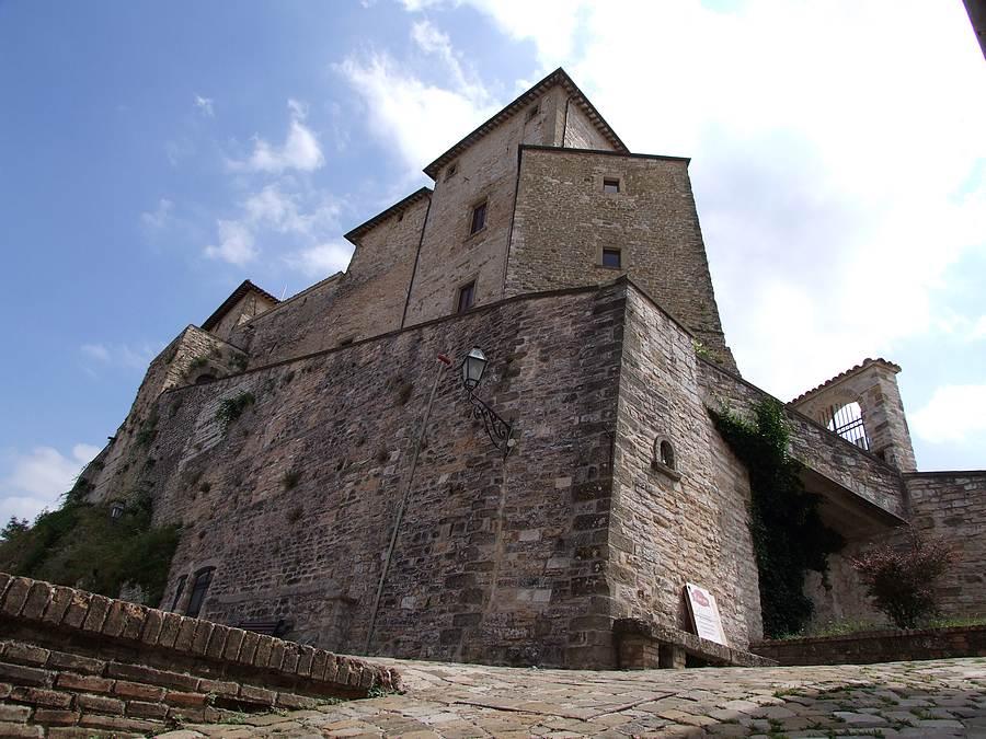 castello di frontone frontone pu