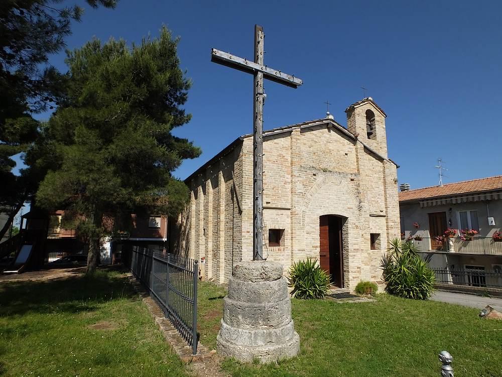 Chiesa di s maria apparente monte urano fm for Moretti arredamenti monte urano
