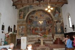38 Presbiterio con abside affrescato da Jacopo Siculo