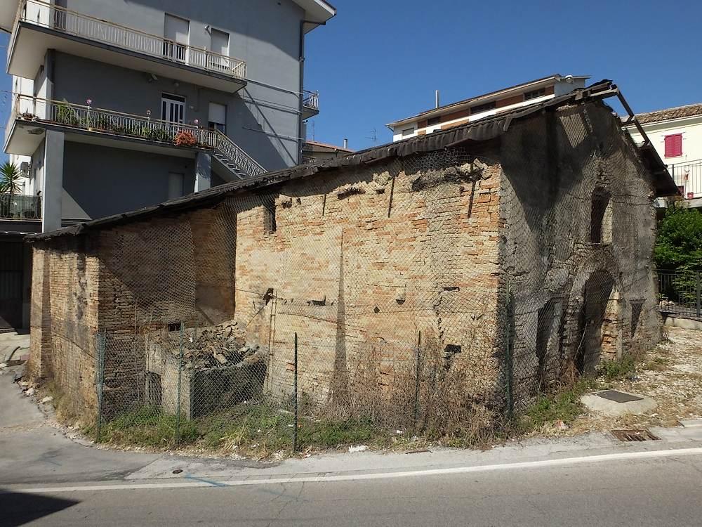 Chiesa di sant isidoro monte urano fm for Moretti arredamenti monte urano