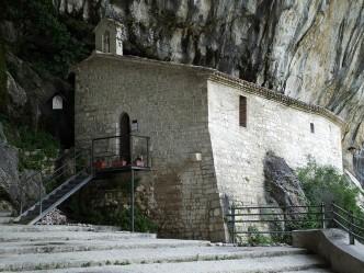 Eremo di S. Maria infra Saxa e Tempietto del Valadier - Genga (AN)