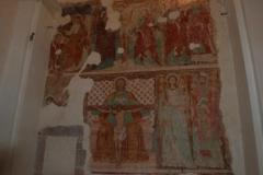 30a Nella parte alta dell'affresco la riproduzione degli affreschi esterni. la crocifissione e la resurrezione