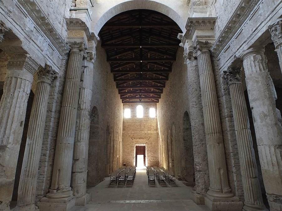 Basilica di san salvatore spoleto pg for Mobilia san salvatore