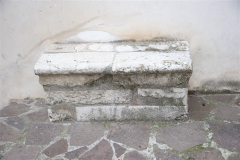 28 Sedile in pietra