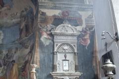 47 Stemma di Spoleto e tabernacolo