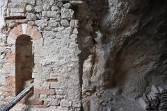 70 Ambiente in muratura con portale a tutto sesto