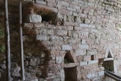 75 Ambiente in muratura con nicchie