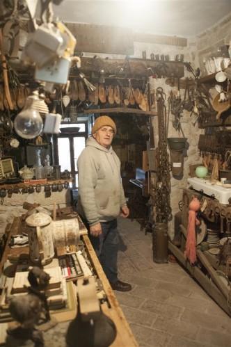 01 Antonio Dolci nel suo museo