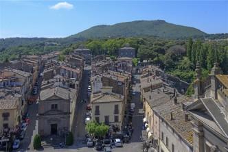 02 Vista di Bagnaia e Vila Lante dalla torre dell'Orologio